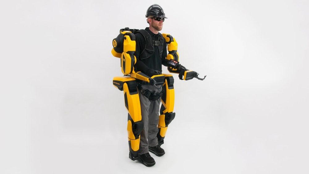 Промышленный экзоскелет поможет строителям легко поднимать блоки весом 90 кг