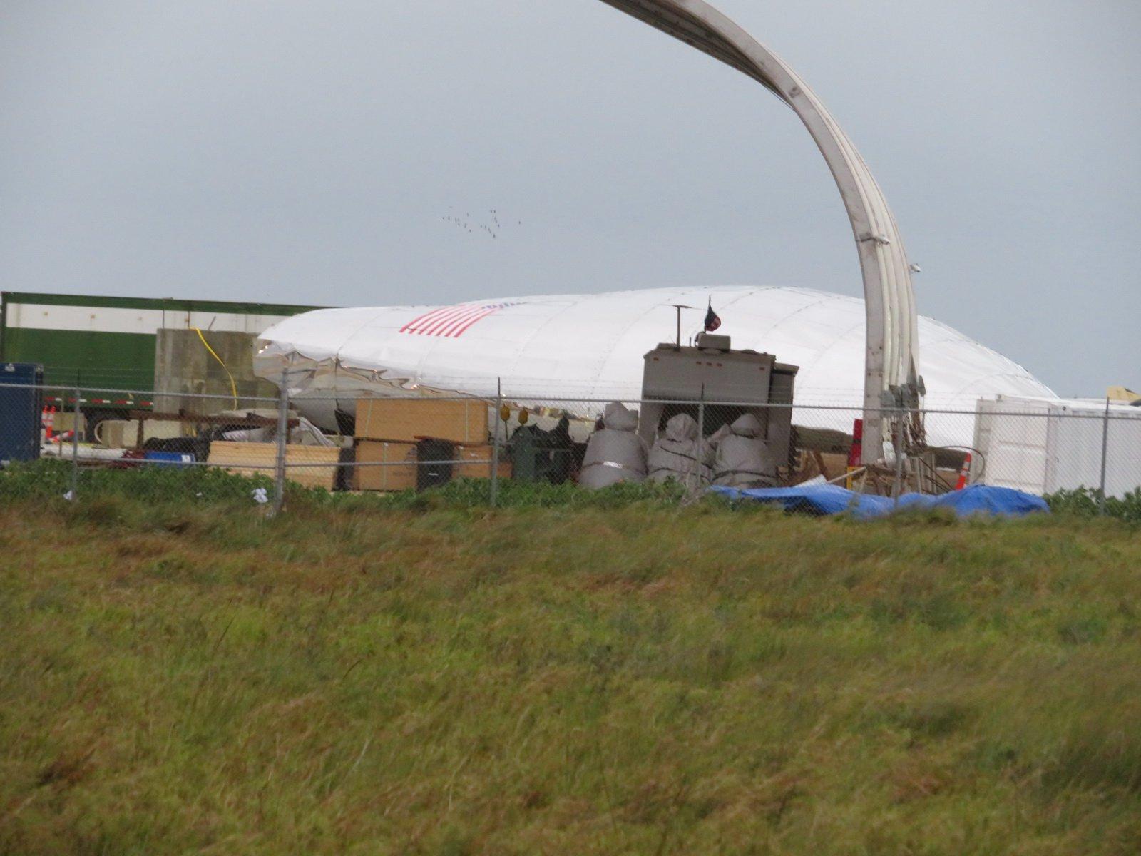 #фото | Часть прототипа ракеты Starship компании SpaceX упала из-за сильного ветра