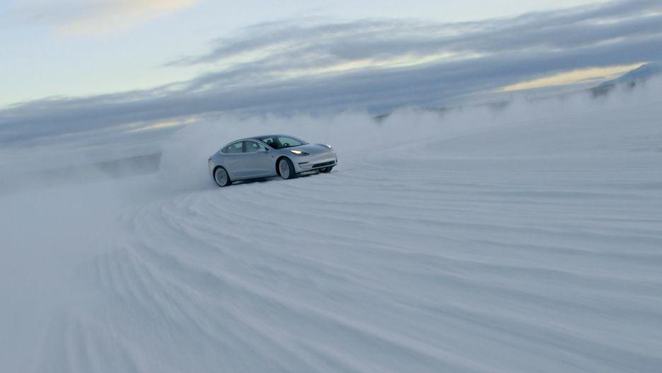 Где и как Tesla готовит свои электромобили для эксплуатации в зимних условиях