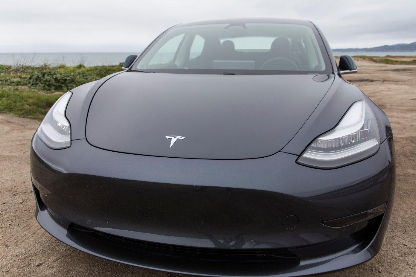 Tesla сократит 3000 человек и сосредоточится на производстве Model 3