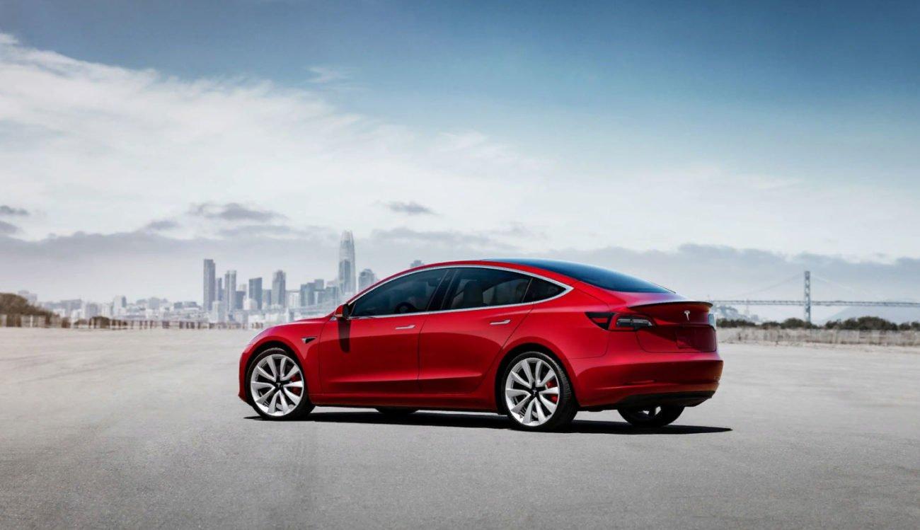 Видео | Как происходит сборка Tesla Model 3 от начала до конца?
