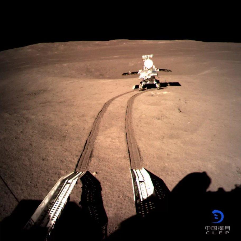 Китайский луноход пережил первую ночь на обратной стороне Луны